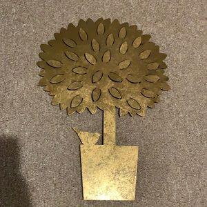 Metal tree decor